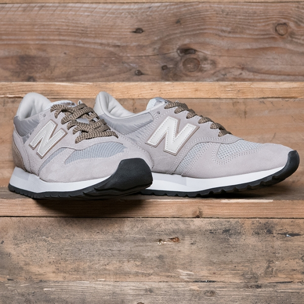 New Balance M770SWF Trainers Off White S9054