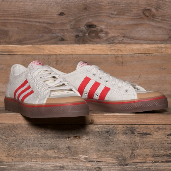 Nizza Canvas Trainers In White And Red - White adidas Originals a8BbFzbTz